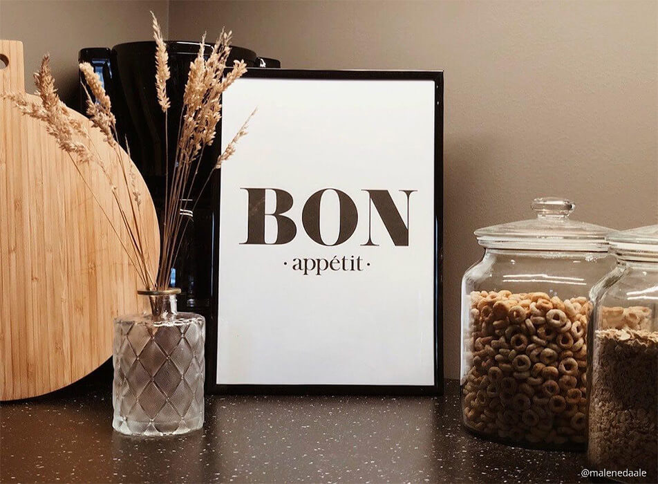 Kitchen picture with the text Bon appétit, coffee brewer and glass jars on dark worksurface