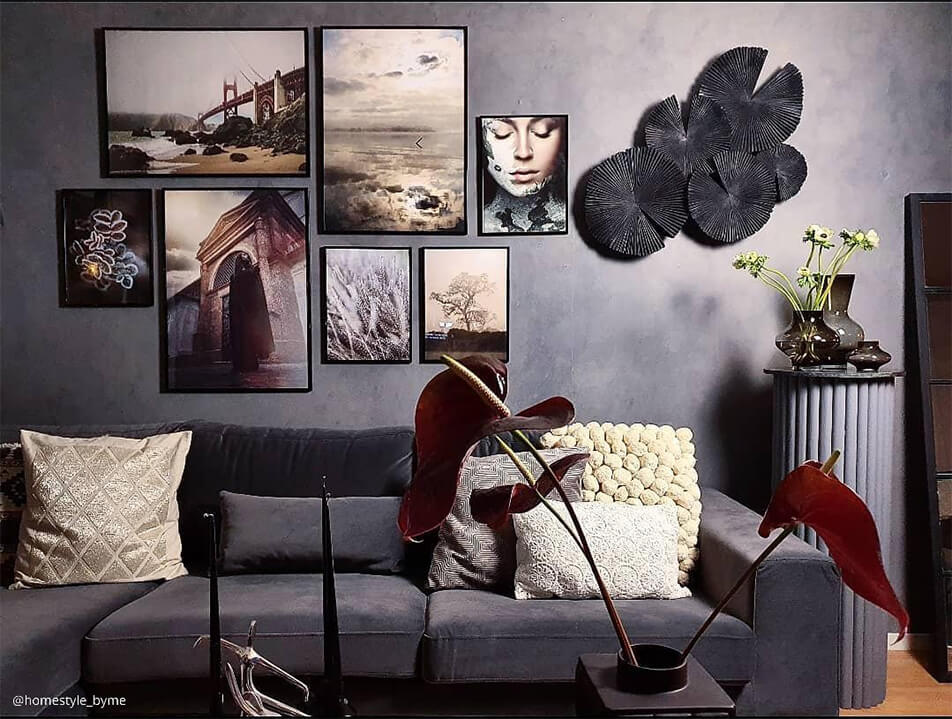 Sitting room in grey colour scale - photo wall above velvet sofa